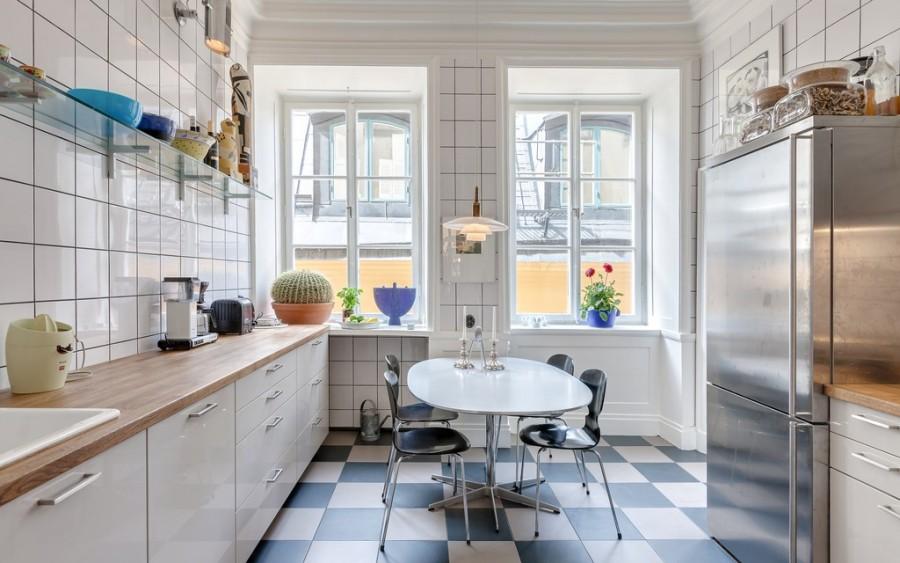 Окна без штор в скандинавской кухне