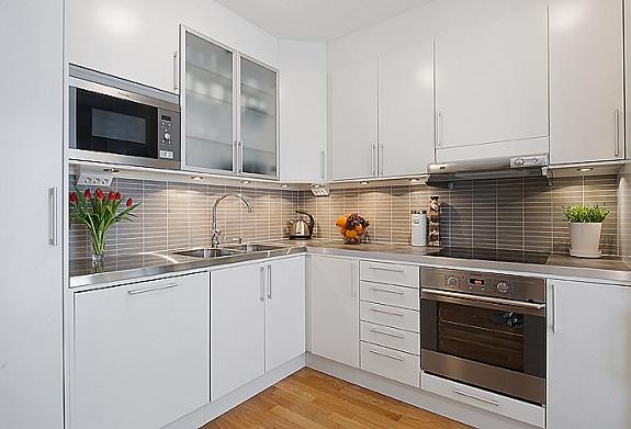 Вариант оформления белой кухни