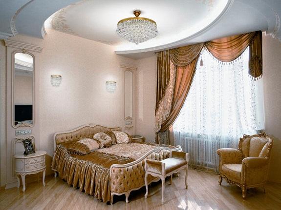 Хрустальная люстра в спальне