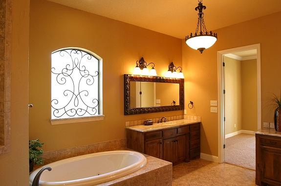 Настенные светильники в ванной