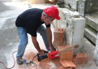 Как и чем резать кирпич: инструменты для распиливания кирпича