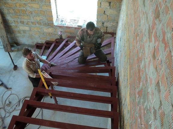 Сварка каркаса лестницы