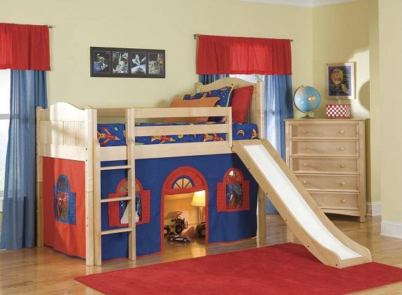 Детская кровать-чердак с зоной для игр