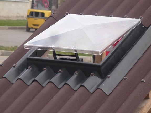 Окно на крыше из ондулина