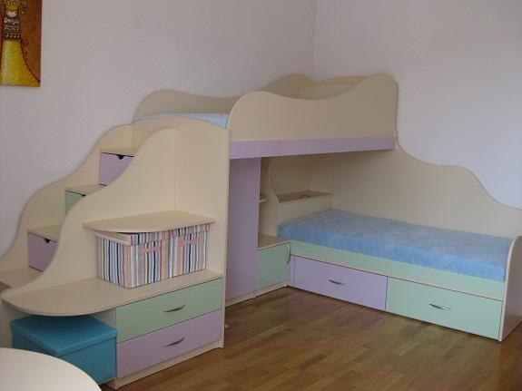 Перпендикулярная двухъярусная кровать