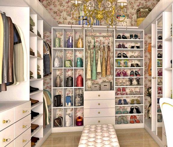 Закрытая гардеробная комната