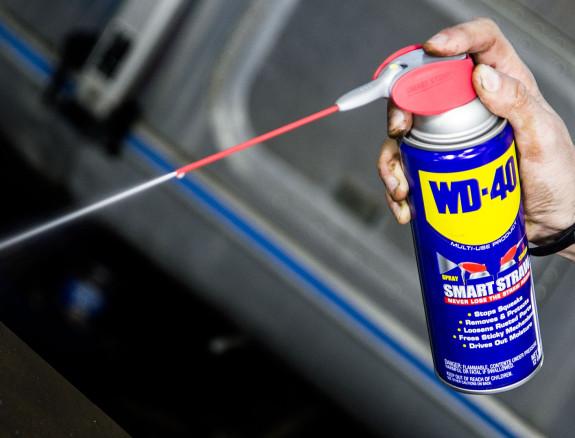 Для извлечения бура из перфоратора можно использовать жидкость WD-40